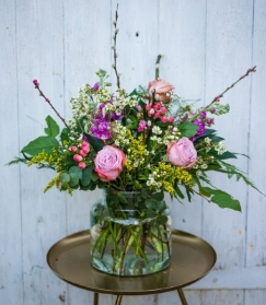 Classic Flowers in the Vase – Weekly Friday Delivery