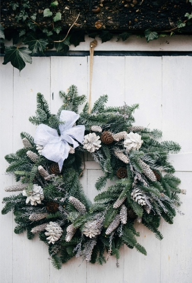 White Snow Christmas Wreath